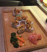 Running sushi Sakura's