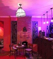 La-La Land Bar & Restaurant
