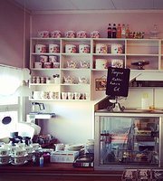 Cafe Hallonblad