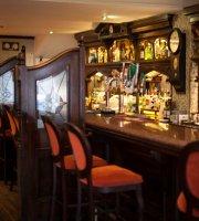 Victors Bar & Restaurant