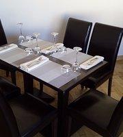 La Lanterne Bar & Restaurant
