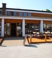 Kozponti Café