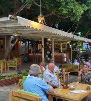 Bade Cafe & Bar