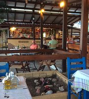 Lenio's Taverna & Beach Bar