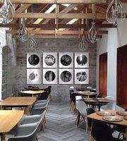 El Alabado Restaurante & Grill