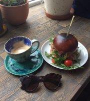 Pomiędzy Cafe & Bistro