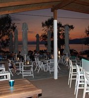 Breeze Beach Bar
