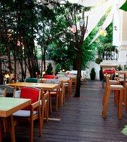 Luna Cafe & Bistro