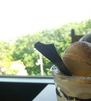 Cafe de Roman, Moiwa