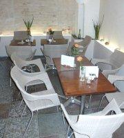 Finder's Café