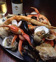 O'Quigleys Seafood Steamer & Oyster Sports Bar