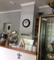 Petit Four - Cafe