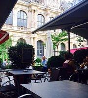 Le Hall De La Bourse