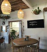 Lakeside Eatery