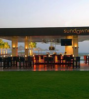 Sundowner Pool Bar