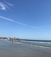 Av. Da Praia de Angeiras, 526  Praia De Angeiras, Porto, Portugal  15 km  22 492 9210