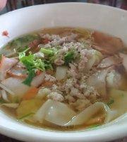 Ba Mee Keaw Khao Soi Nuea-Kai