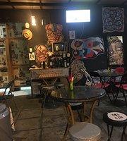 A Mano Hotdog's Bar