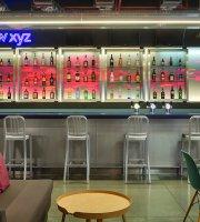 W XYZ Bar