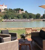 Aušpic restaurant & lounge