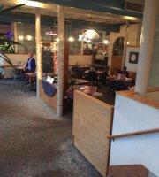 Hector's Restaurant & Lounge