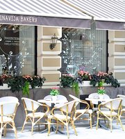 Pinavija Cafe & Bakery