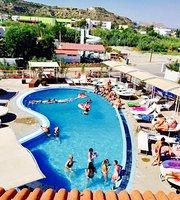 Summerlov pool lounge
