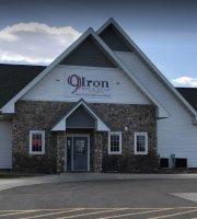 9 Iron Bar & Grill