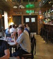 Csöni Restaurant and Café