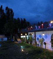 Cafe de Pamir & Pamir Guest House