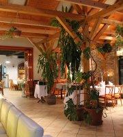 Istvan Hotel & Restaurant