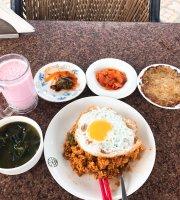Kim Mohan's Restaurant & Cafe