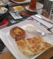 Les Mann's Cafe & Patisserie