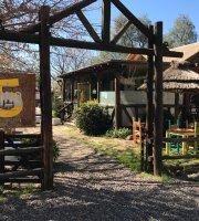 CinQ Resto Lounge