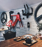 KOM Coffee & Bikes