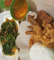 Restoran Ayam Baraya, Spesialis Ayam Kremes