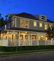 Bay Breeze Inn and Chophouse