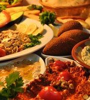 مطعم الروشه للماكولات اللبنانيه