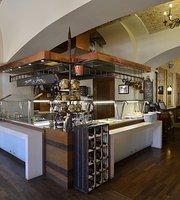 BistroTíz étterem a Magyar Király szállodában