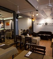 White Snapper Kitchen and Guesthouse - Restaurant