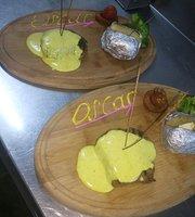 Luna Bistro Cafe Restaurant