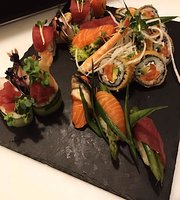 ‪Hiro Sushi - finest asian kitchen‬