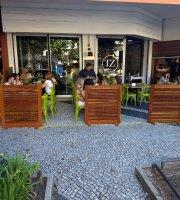 TZ Leblon Cafe