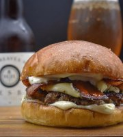 Monroe's Burgers & Beers