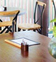 ION Cafe & Bar