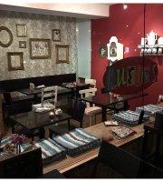 Curios Bistro & Cafe