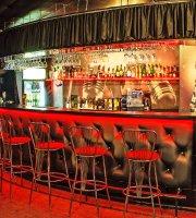 Ogurtsy, Karaoke-Bar