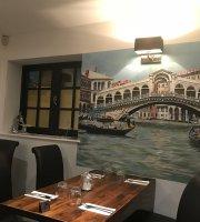 Vince's Restaurant & Bar