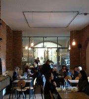 Cafe Gorille
