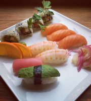 YI's Sushi & Café